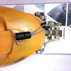 Top view: Dynafit binding with breakaway leash